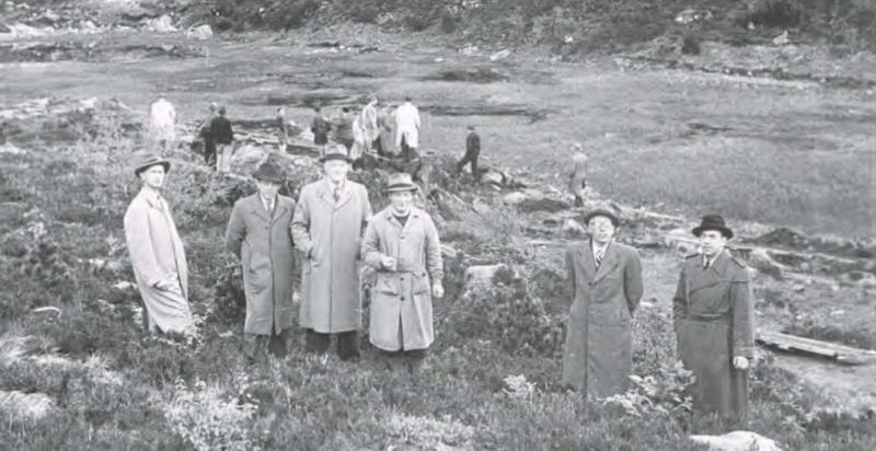 """Emil Sandø (nr. tre f.v.) på synfaring på """"Myra"""" i 1951."""