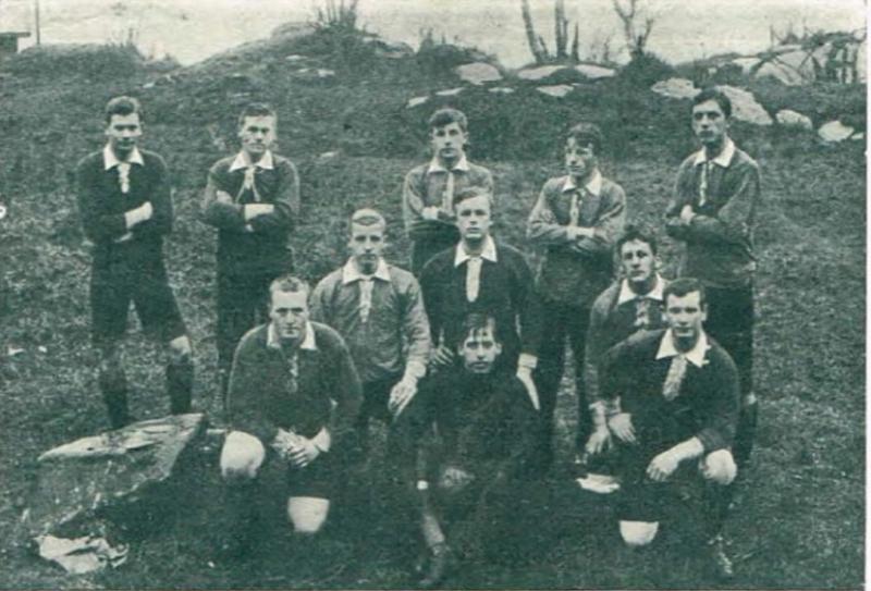 AaFK-spillere i forkant av en treningskamp på Devoldmarka i klubbens første leveår.