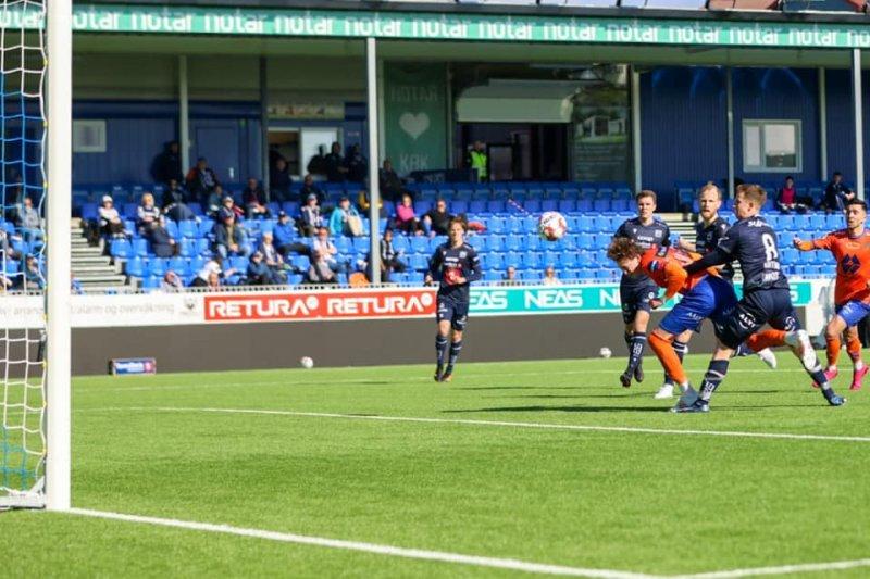 Isak Dybvik Määtta setter inn 3-0-målet til AaFK. Foto: Jon Forberg