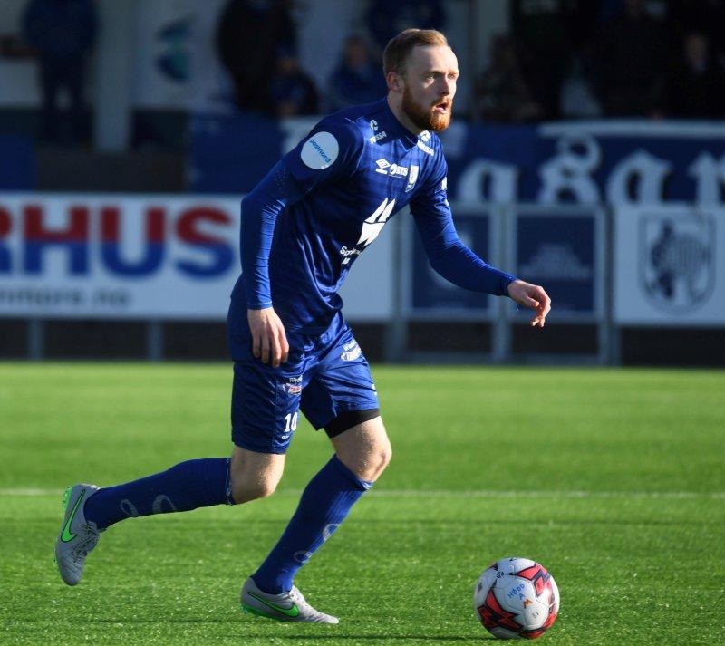 Hødds midtbanespiller Bendik Rise skal trene med AaFK resten av uken. Foto: Arne Flatin
