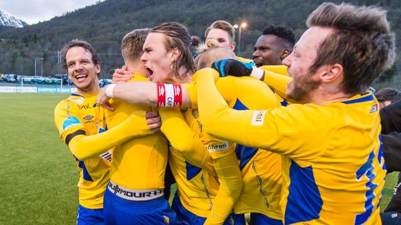 Brattvåg hadde et lite cupeventyr før RBK slo dem ut i tredje runde. I 2016 var det AaFK som ble straffet på Brattvågs kunstgressbane. Foto: Marius Simensen.