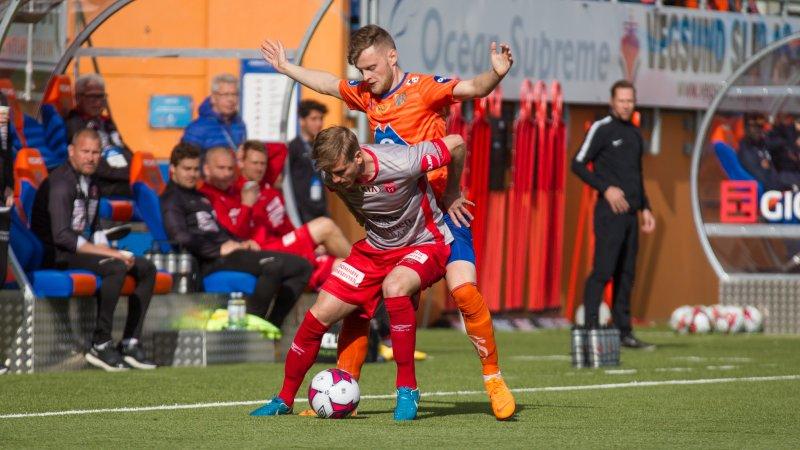 Adam Ørn Arnarson måtte av med skade tidlig i oppgjøret mot Strømmen. Foto: Srdan Mudrinic