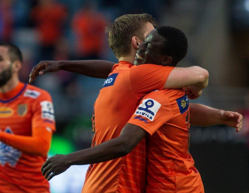 Veldwijk og Gyasi feirer etter kampen. Foto: Carina Johansen / NTB Scanpix