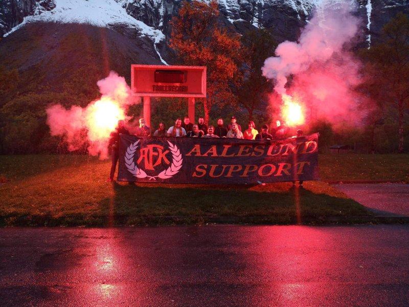 Aalesund Support var i fyr og flamme søndag.