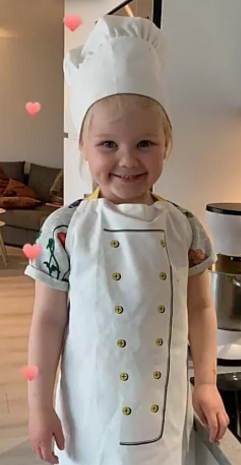 Mille ser fram til å bli storesøster. Foto: Privat