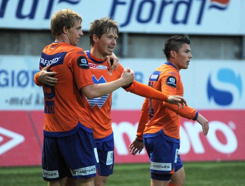 Pablo Herrera, Amund Skiri og Peter Orry Larsen feirer sistnevntes 2-0-scoring mot Kongsvinger i 2010. Foto: Morten Hjertø / NTB Scanpix