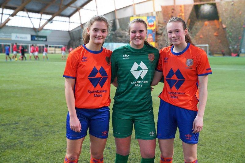 Guro H. Røn (tv), Benedicte Lund Berge og Helle O. Rindal debutere og leverte en flott debut.Foto: Ann Kristin Lyngset Otterlei