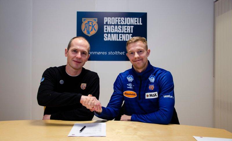 Peter Orry Larsen var på plass i Ålesund søndag for medisinsk sjekk og kontraktsignering. Foto: aafk.no