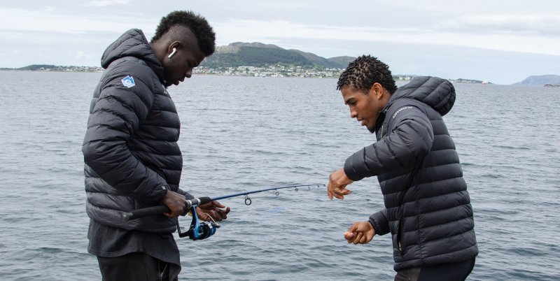 Pape gav tydelig utrykk for at det var han som kunne å fiske, men det var Nenass som måtte ordne opp gang på gang.