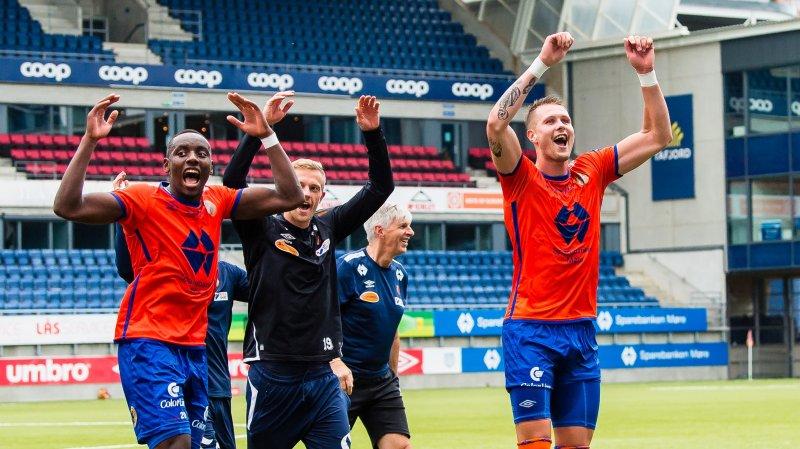 Parfait Bizoza Peter, Orry Larsen og Holmbert Aron Briem Fridjonsson feirer seieren over Start. Foto: Marius Simensen / BILDBYRÅN / Cop 238
