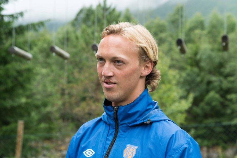 Jørgen Hatlehol er AaFK-supporter, og vet hva det vil si å være en ung gutt med drøm om å bli A-lagsspiller. Foto: Asle Myhre Hansen