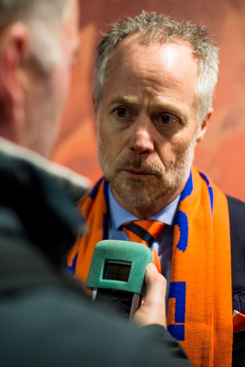 Geir S. Vik intervjues etter seriekampen mot Strømsgodset. Foto: Svein Ove Ekornesvåg / NTB scanpix