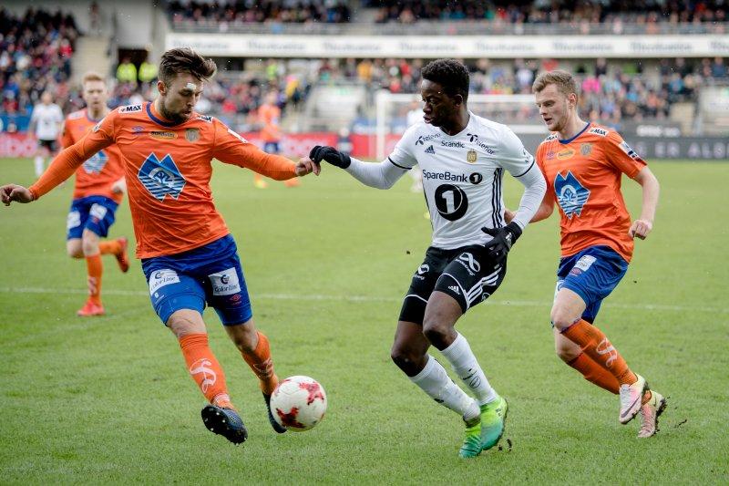 Kaj Ramsteijn i duell mot Rosenborgs Bakenga. Foto: NTB Scanpix