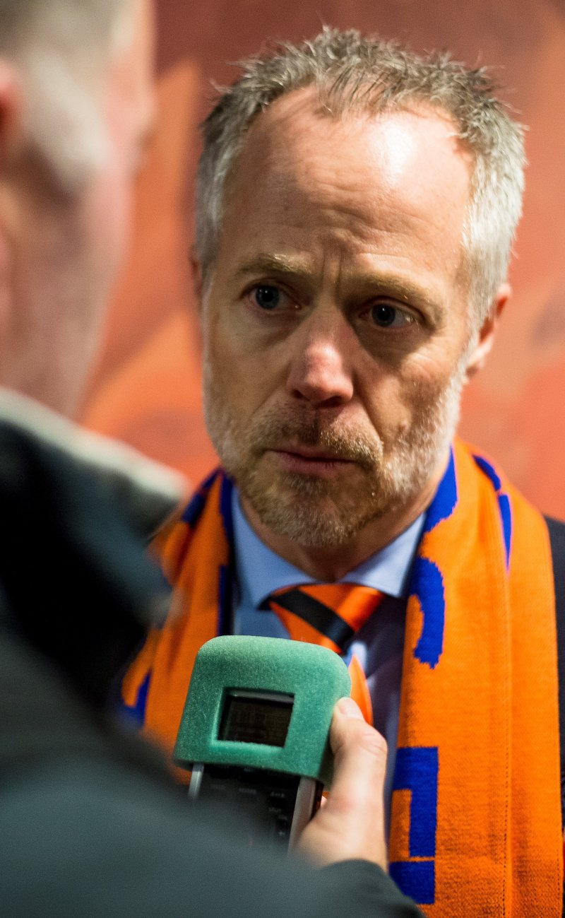 Klubbdirektør Geir S. Vik, intervjues etter eliteseriekampen mellom Aalesund og Strømsgodset på Color Line Stadion.Foto: Svein Ove Ekornesvåg / NTB