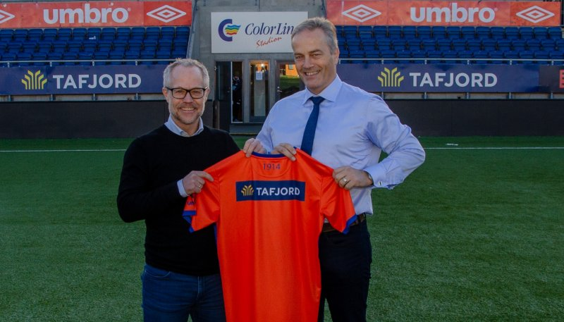 Klubbdirektør Geir S. Vik og sponsoransvarlig hos Tafjord, Harald Nøstdahl. Foto: aafk.no